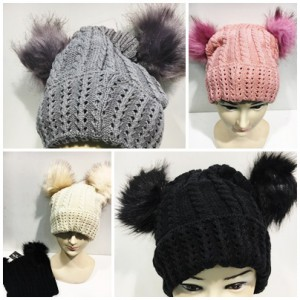 https://lesfrangines.fr/625-809-thickbox/paquet-de-12-bonnet-2-pompom-fourrure.jpg